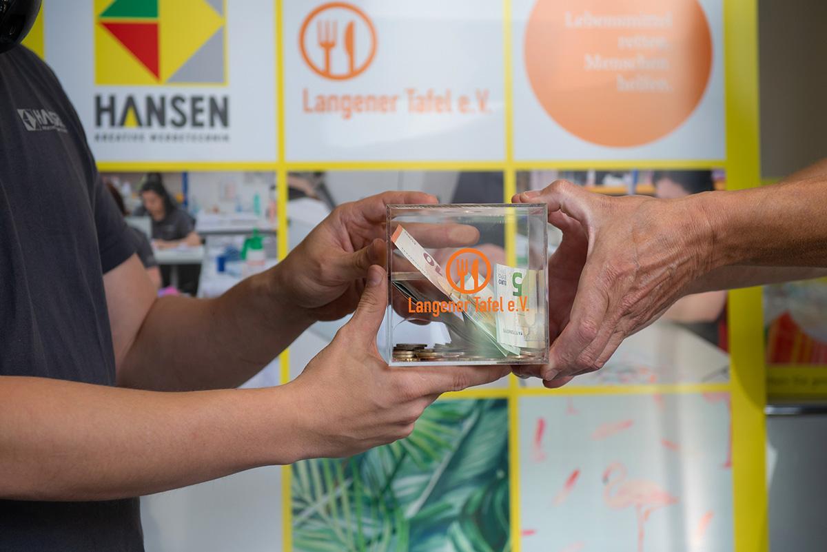 langener-tafel-hansen-werbetechnik-spende-schutzmasken-2020-11-web