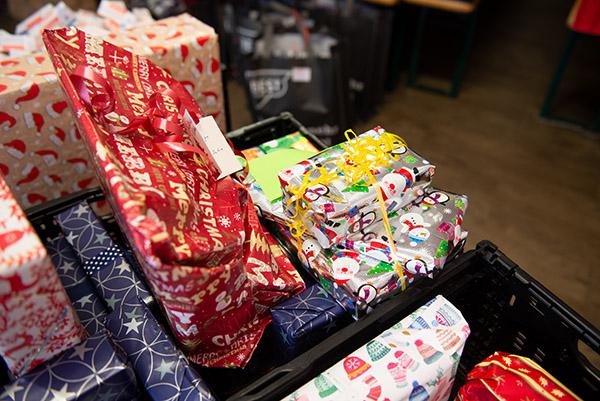 langener-tafel-weihnachtsgeschenke-kinder-2020-03