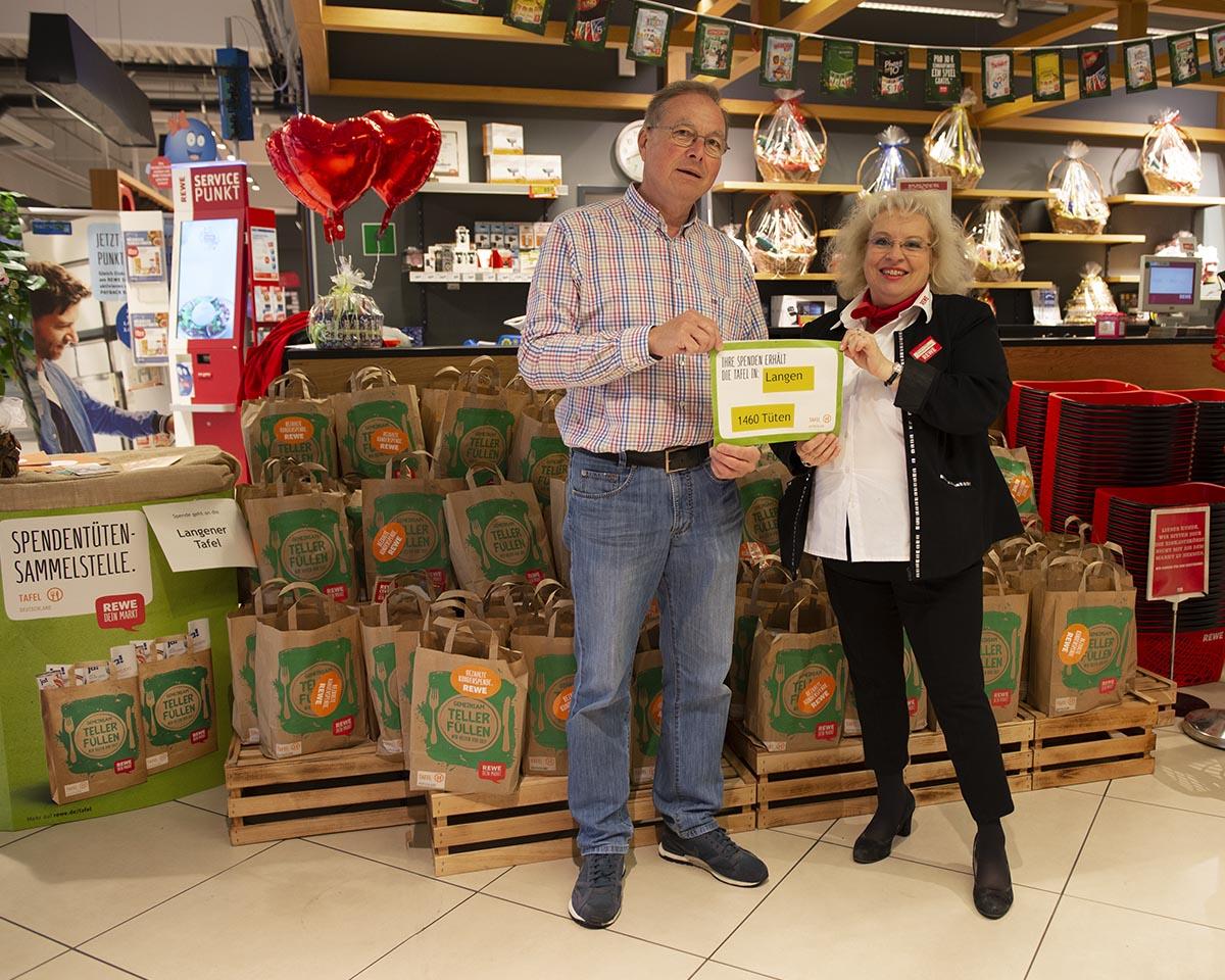 Langener Tafel erhält Spende von Rewe Center Egalsbach Tüten Aktion 2018