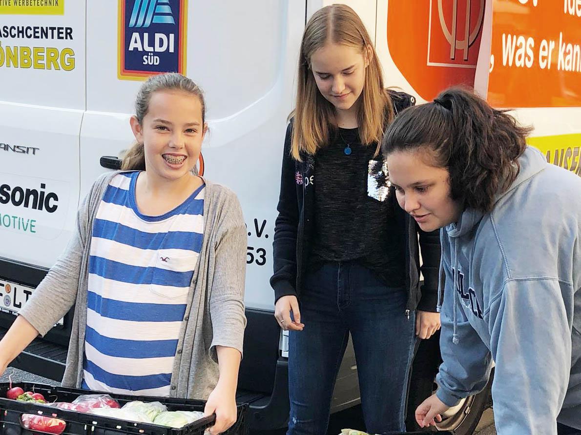 Langener Tafel Schülerpraktikantinnen der Ricarda-Huch-Schule aus Dreieich im Einsatz als Helfer