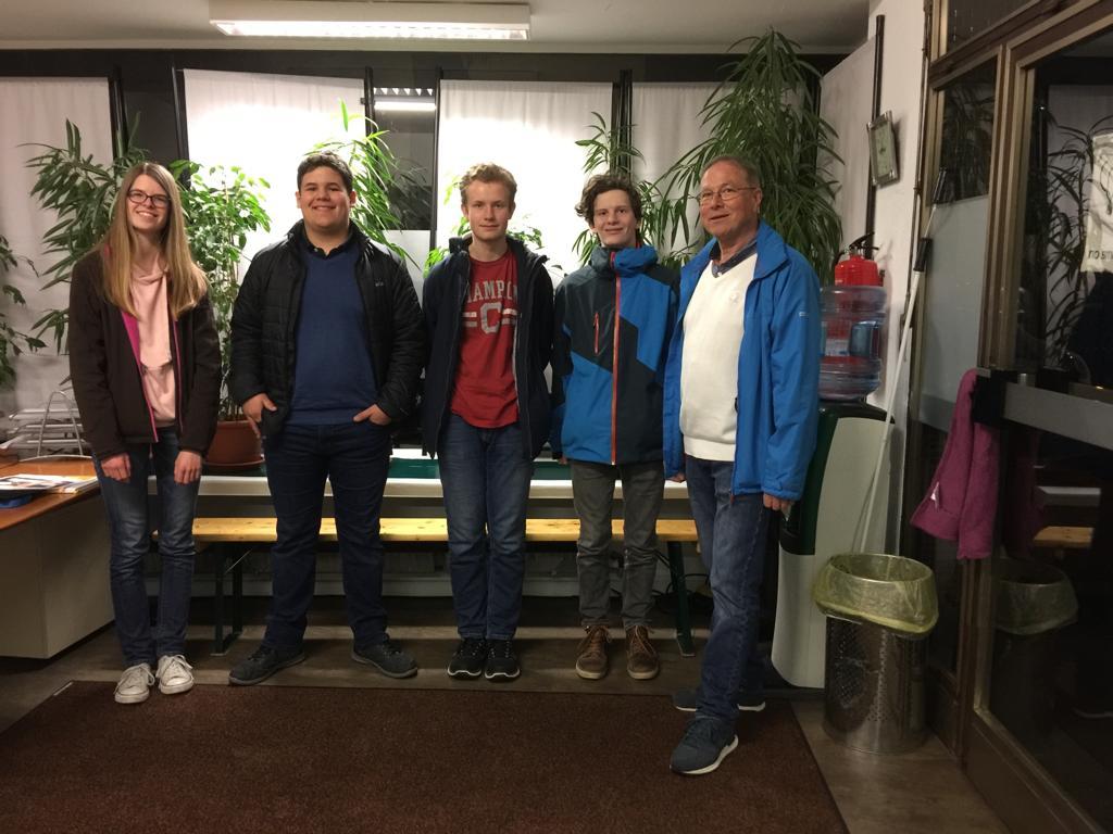 Die Firmlinge der St. Josef Gemeinde Egelsbach besuchen die Langener Tafel 2019