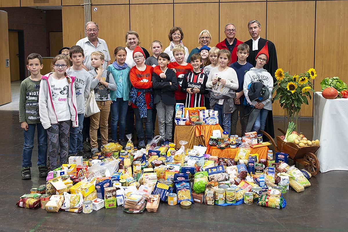 Langener Tafel Wingert Schule Offenthal Dreieich spendet Lebensmittel zu Erntedank