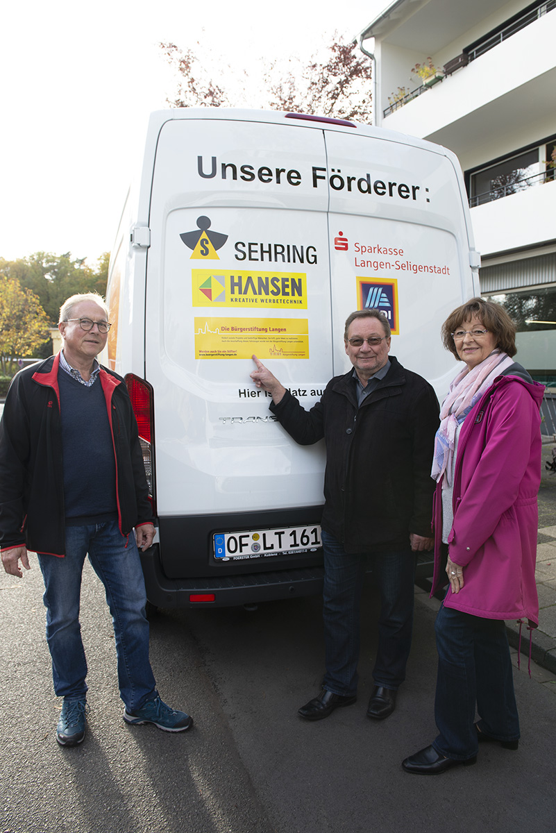 Langener Tafel erhält Spende von Bürgerstiftung Langen Günter Böhnel Uwe Danke
