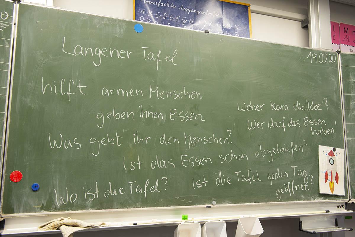 Langener Tafel besucht Geschwister-Scholl-Schule Langen Präsentation Grundschüler