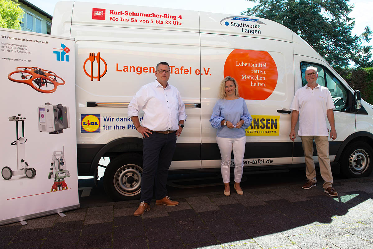 Langener Tafel erhält Geldspende TPI Vermessungsgesellschaft Dreieich Stephan Och