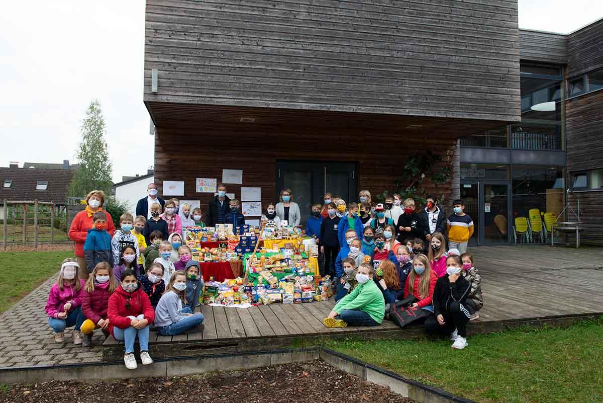 Langener Tafel Wingertschule Grundschule Dreieich Offenthal spendet zu Erntedank Lebensmittel