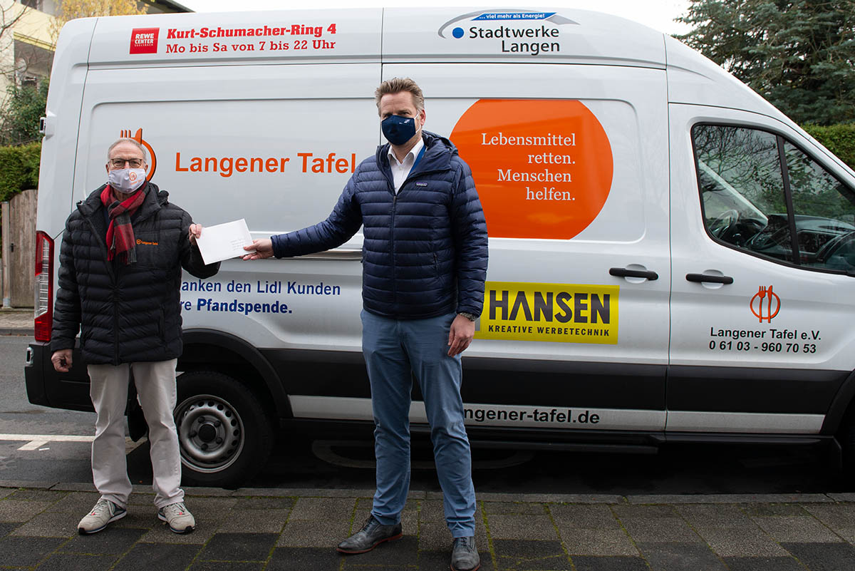 Langener Tafel erhält Geldspende von Mitarbeitern der Deutschen Flugsicherung Frank Hoffmann (Teamleiter Luftraum und Verfahren im Ops-Support)