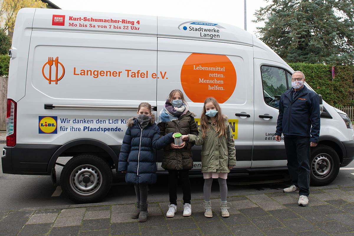 Langener Tafel Schülerinnen Grundschule Albert-Schweitzer-Schule Langen Geldspende gesammelt für Kinder
