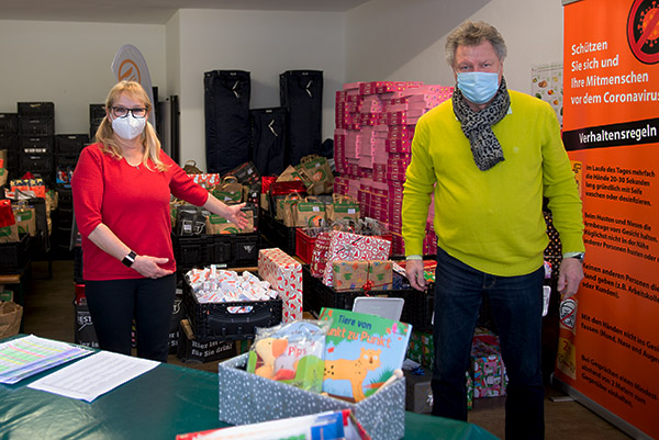 Langener Tafel Weihnachtsaktion Geschenke Kinder Sparkasse Langen-Seligenstadt Privatspenden
