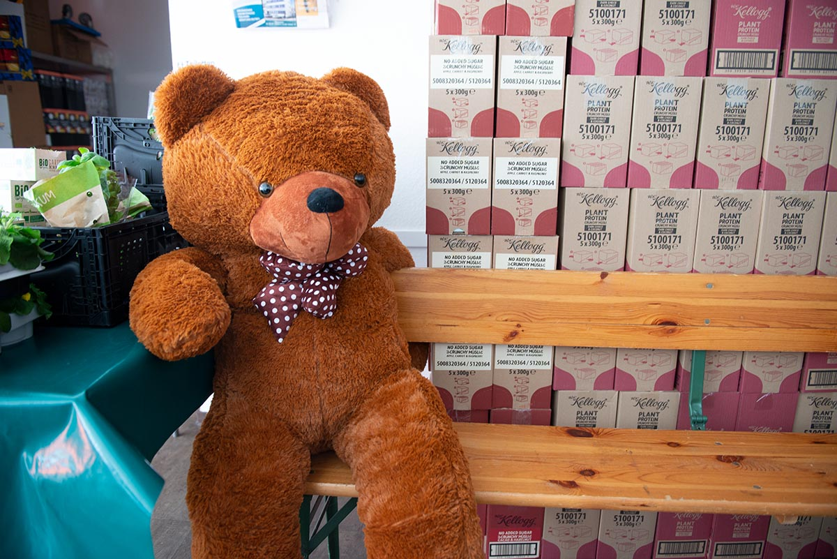 Langener Tafel Café Beans Langen Bahnstraße Spende Bär Teddy für Kinder